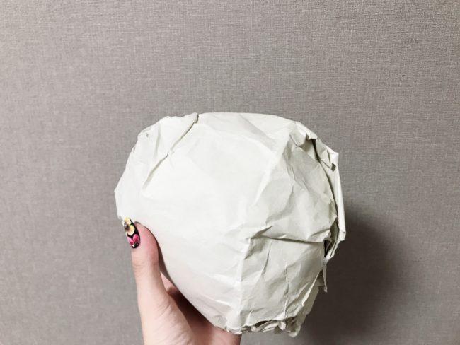 ちり紙で遊んだ後は1つにまとめてボールに